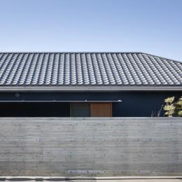 又穂の家 ー交差点に建つお米屋さん併用住宅ー (瓦屋根の外観)