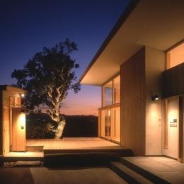 小松島の家 / 「間」に住まう (外観夕景)