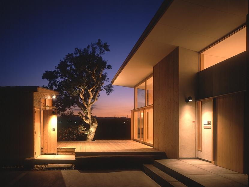 外観夕景 (小松島の家 / 「間」に住まう)