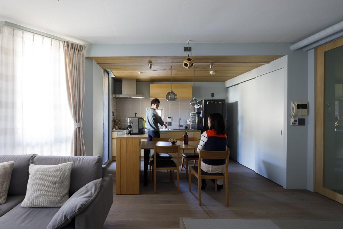 キッチン事例:ダイニングキッチン(K邸-心地よくて合理的、リノベーションの新しいスタンダードを感じる家)
