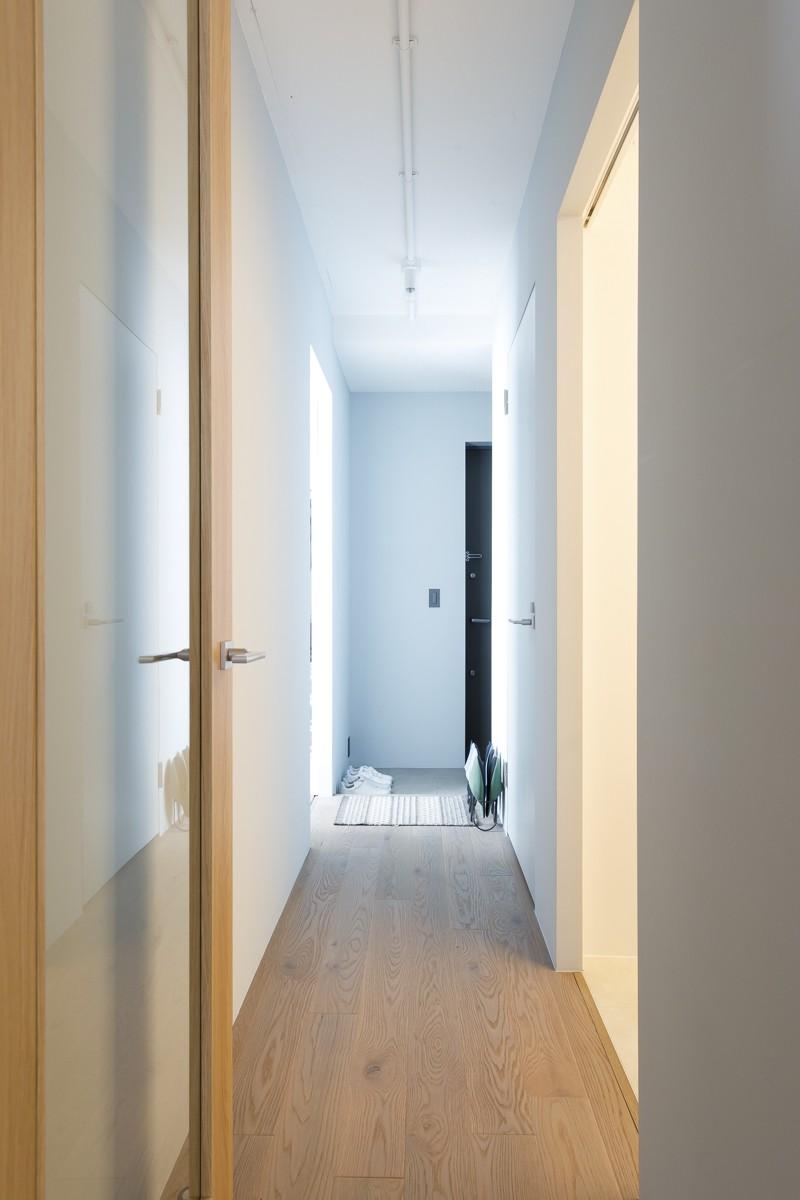 その他事例:廊下(K邸-心地よくて合理的、リノベーションの新しいスタンダードを感じる家)