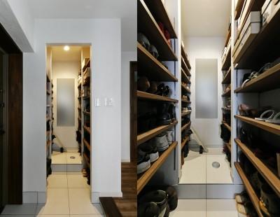 靴以外も収納できる大容量シューズクローク (「海を感じるリゾート」夢をかなえた住まい)