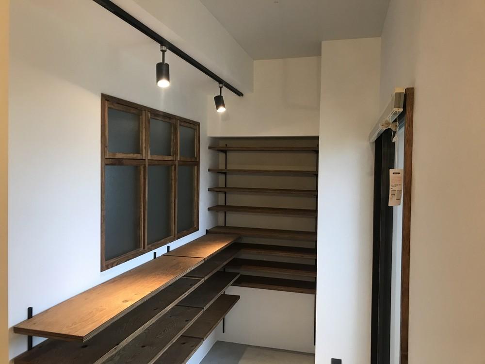 レトロと暮らす 明石市マンションリノベーション (玄関)