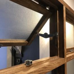 レトロと暮らす 明石市マンションリノベーション (室内窓)