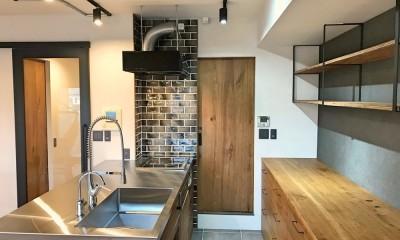 レトロと暮らす 明石市マンションリノベーション (キッチン)