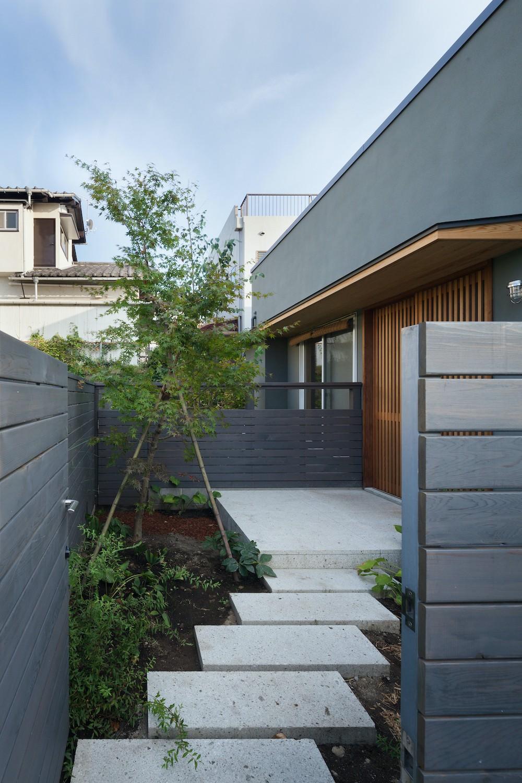 鎌倉中央公園の家 (エントランスポーチ)