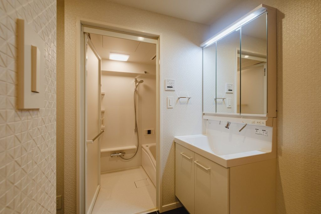 バス/トイレ事例:洗面室、浴室(無垢材のやさしさ)
