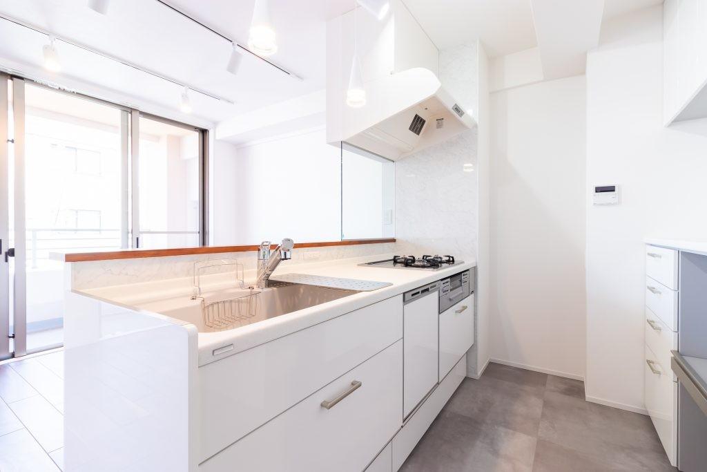 キッチン事例:キッチン(明るさが広がる白く爽やかな空間)