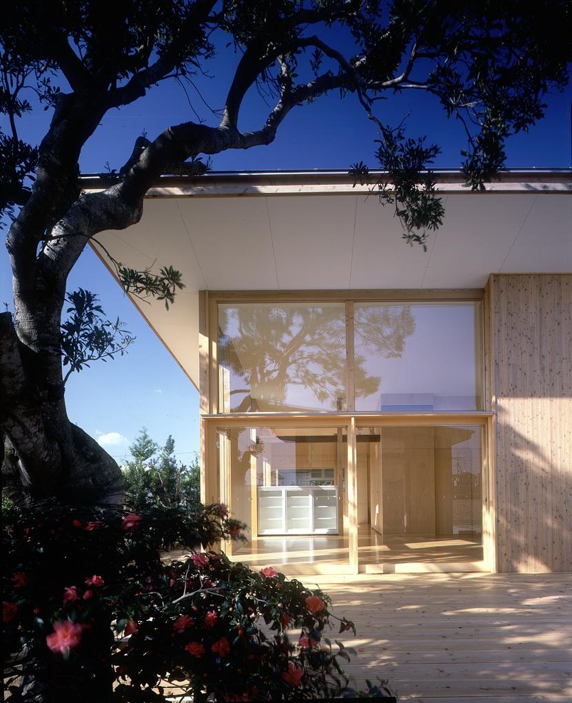小松島の家 / 「間」に住まう (外観、テラス)