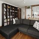 リノベーションで3室追加! 暮らしやすい家の工夫の写真 LDKは大容量の書棚付き