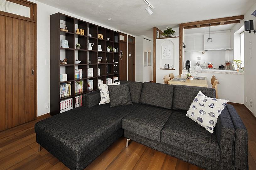 リノベーションで3室追加! 暮らしやすい家の工夫 (LDKは大容量の書棚付き)