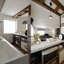 リノベーションで3室追加! 暮らしやすい家の工夫の写真 白を基調とした爽やかキッチン