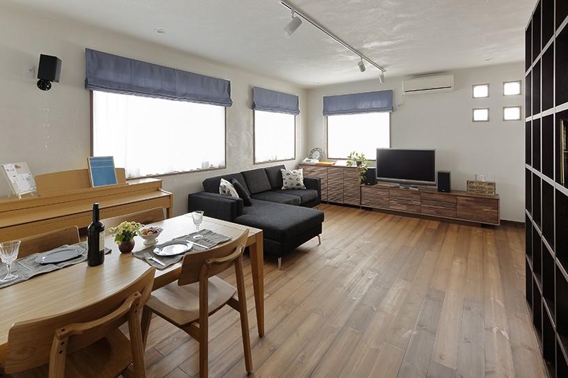 リノベーションで3室追加! 暮らしやすい家の工夫 (スタイリッシュなLD)