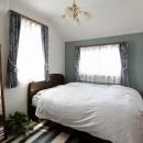 リノベーションで3室追加! 暮らしやすい家の工夫の写真 クラシカルな趣きの主寝室