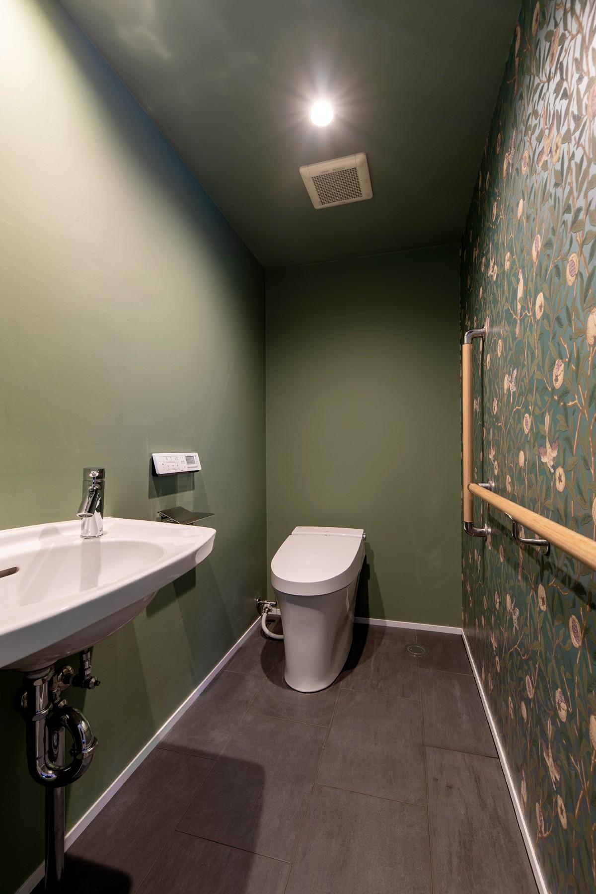 バス/トイレ事例:ウィリアム・モリスの壁紙(パノラマLDK12400)