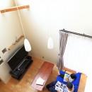 北欧家具と暮らす家~両親から譲り受けた古家の思い出をちりばめた家~の写真 リビング吹抜け