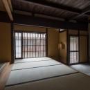 学林町の町家/耐震・断熱改修も行った京町家のリノベーションの写真 玄関/表通りの格子と玄関土間