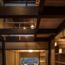 学林町の町家/耐震・断熱改修も行った京町家のリノベーションの写真 居間/吹抜けの食堂から居間を見る