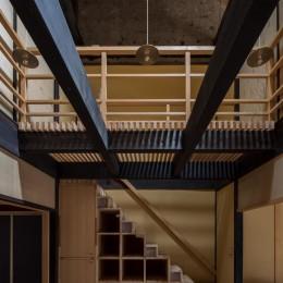 学林町の町家/耐震・断熱改修も行った京町家のリノベーション (食堂/古い梁と箱階段が特徴的な吹抜けの食堂)