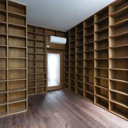 公園前の家 OUCHI-44 (図書室)
