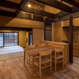 学林町の町家/耐震・断熱改修も行った京町家のリノベーション (食堂・台所/新旧の部材が混ざり合うインテリア)
