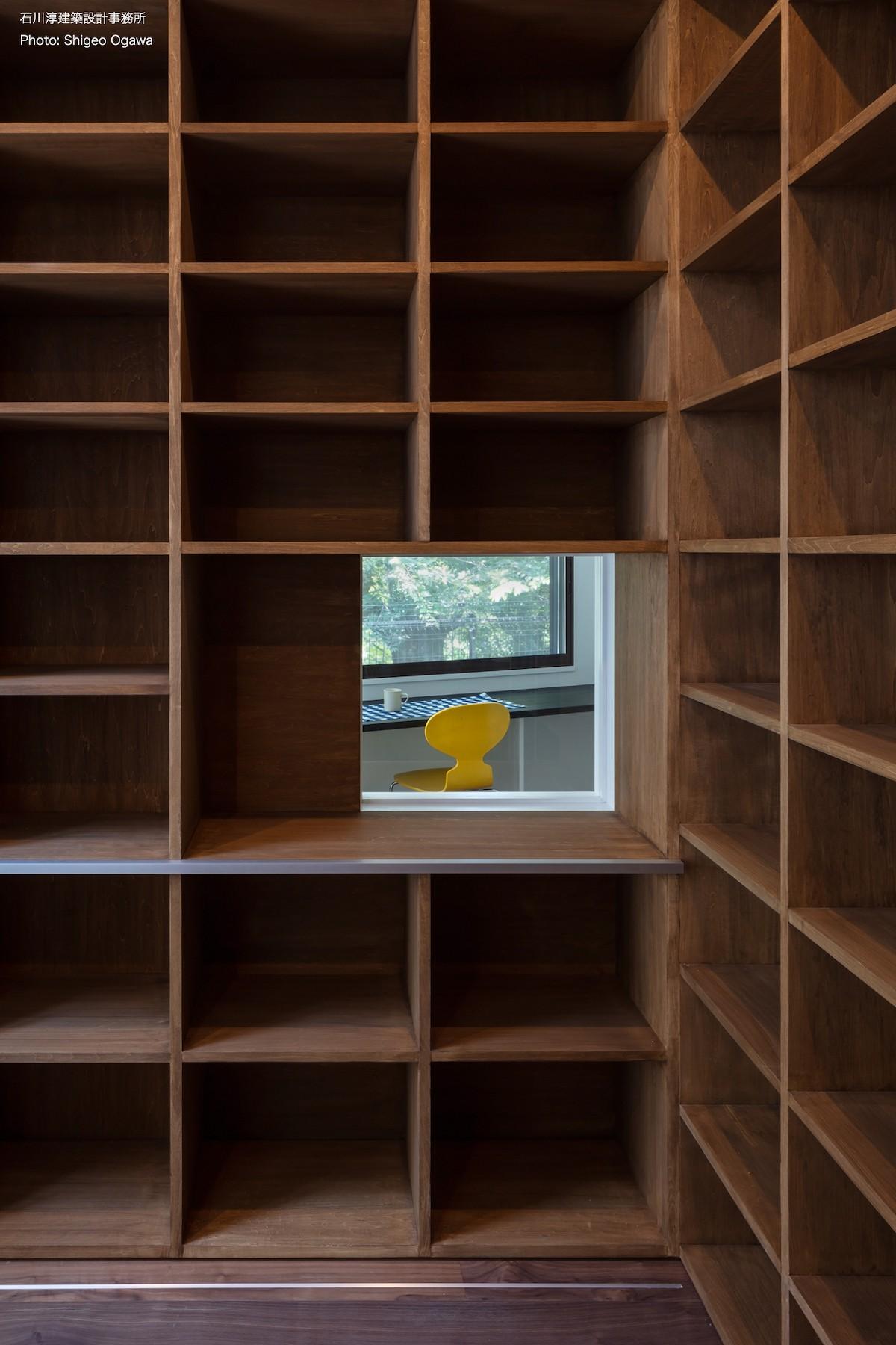書斎事例:本棚に内窓(公園前の家 OUCHI-44)