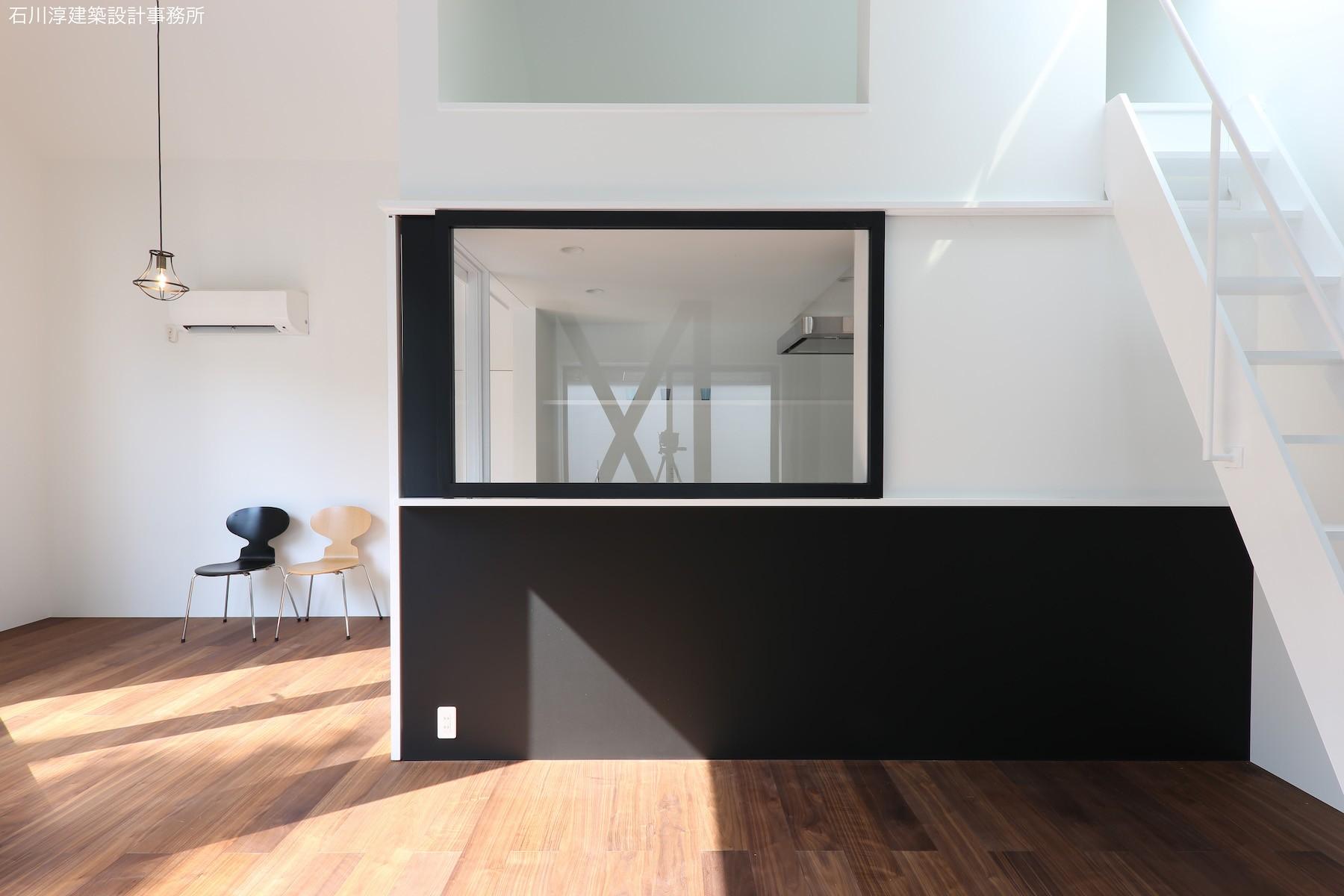 キッチン事例:対面キッチンは開閉式(公園前の家 OUCHI-44)