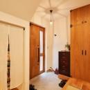 おもてなしの心あふれる和モダンな家の写真 玄関