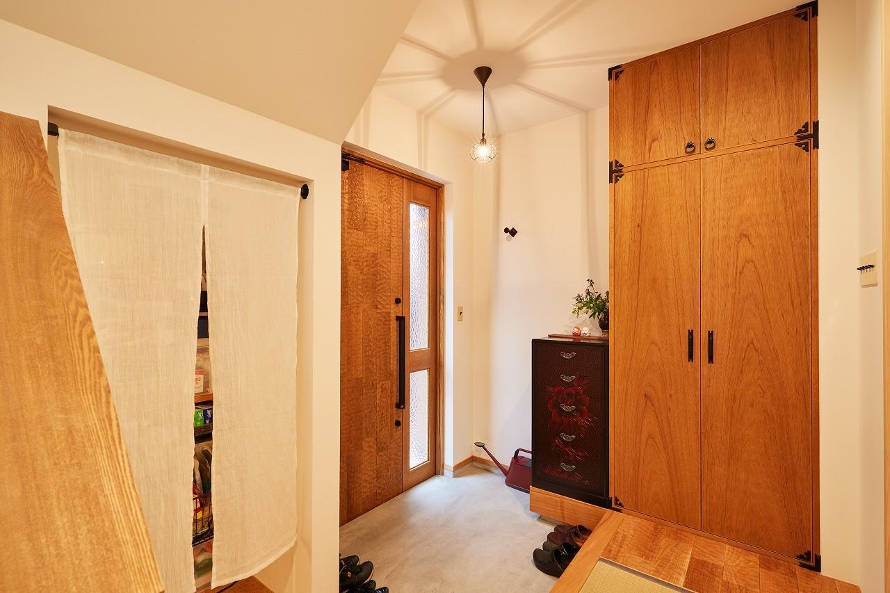 玄関事例:玄関(おもてなしの心あふれる和モダンな家)