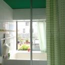緑天井の浴室