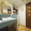 北欧照明や雑貨が映える家の写真 やすらぎの洗面室