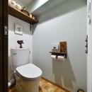 北欧照明や雑貨が映える家の写真 やさしいペールトーンのトイレ