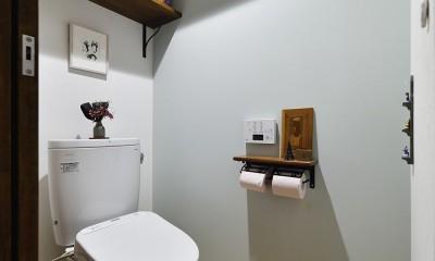 北欧照明や雑貨が映える家 (やさしいペールトーンのトイレ)
