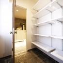 開放的なオープンキッチンの写真 シューズインクローゼット