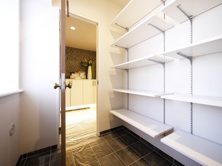 収納事例:シューズインクローゼット(開放的なオープンキッチン)