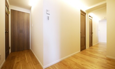 開放的なオープンキッチン (廊下)