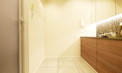 開放的なオープンキッチン (洗面室)