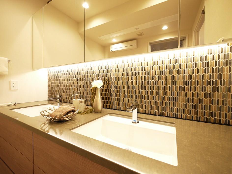 バス/トイレ事例:洗面台(開放的なオープンキッチン)