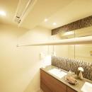 開放的なオープンキッチンの写真 ランドリーポール