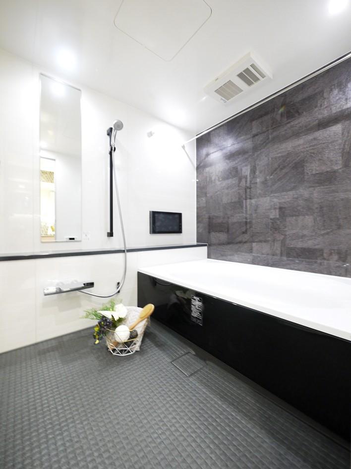 開放的なオープンキッチン (バスルーム)