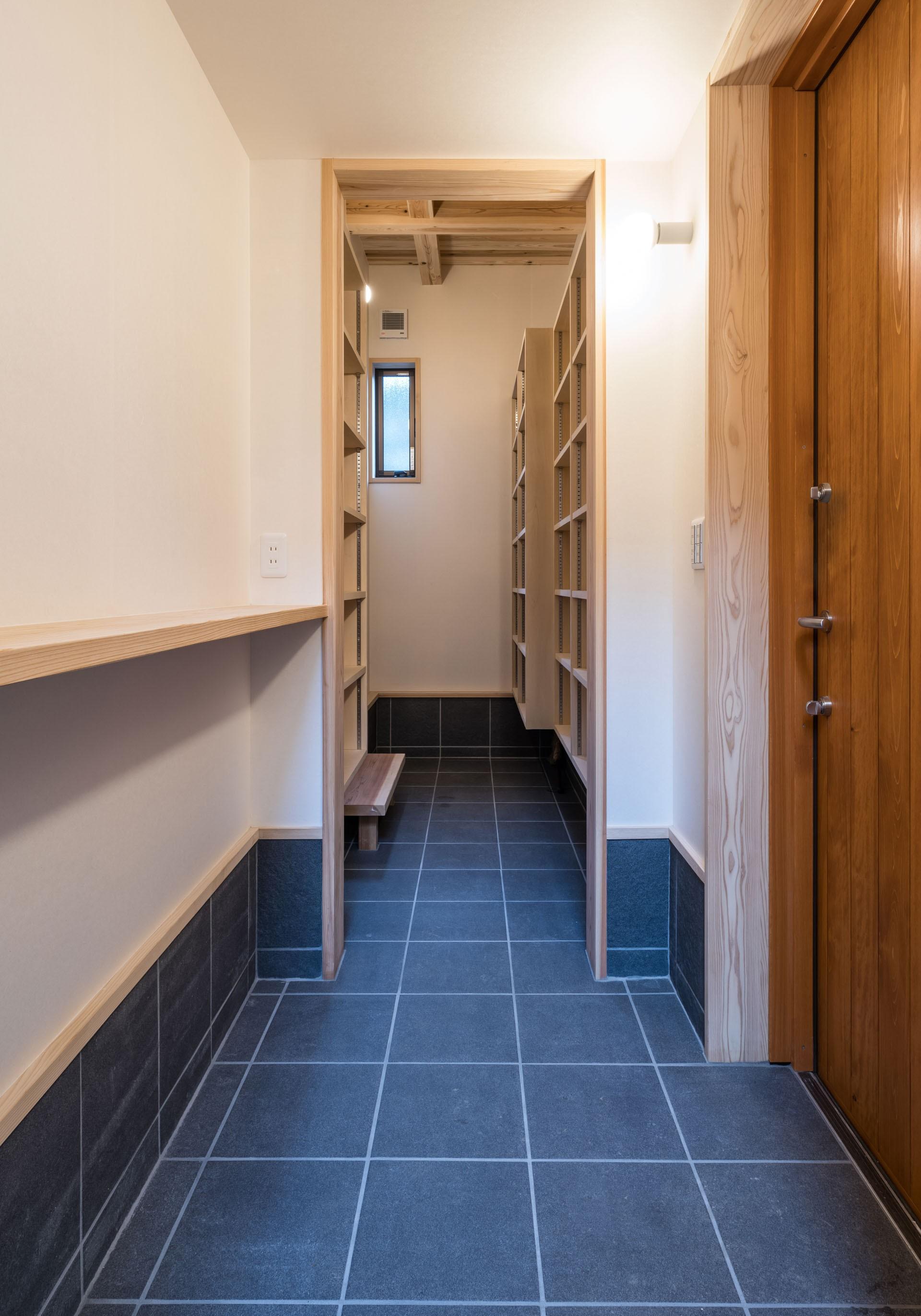 玄関事例:玄関+土間収納(KU VA CO ~ 縁側土間 * おうちキャンプのある暮らし ~)