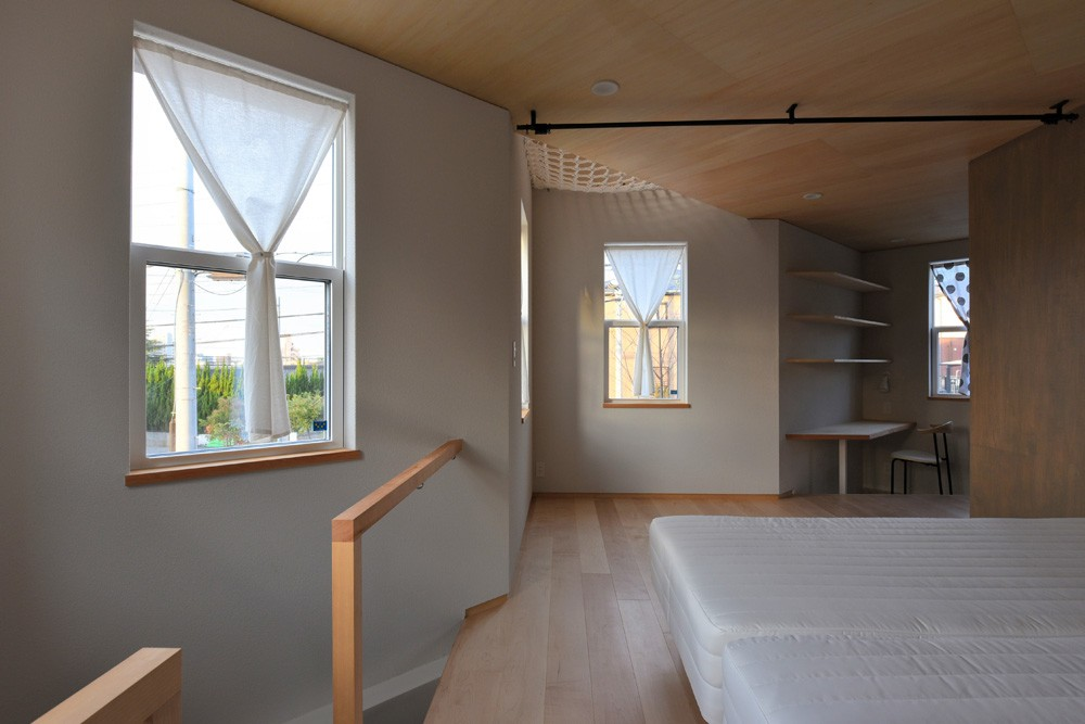 幾何学模様に出会えるまちの家 (1階主寝室)