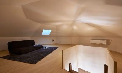 屋根裏部屋(ロフト)|幾何学模様に出会えるまちの家