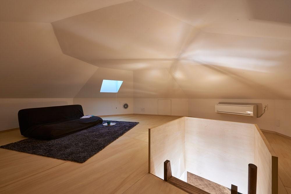 幾何学模様に出会えるまちの家 (屋根裏部屋(ロフト))