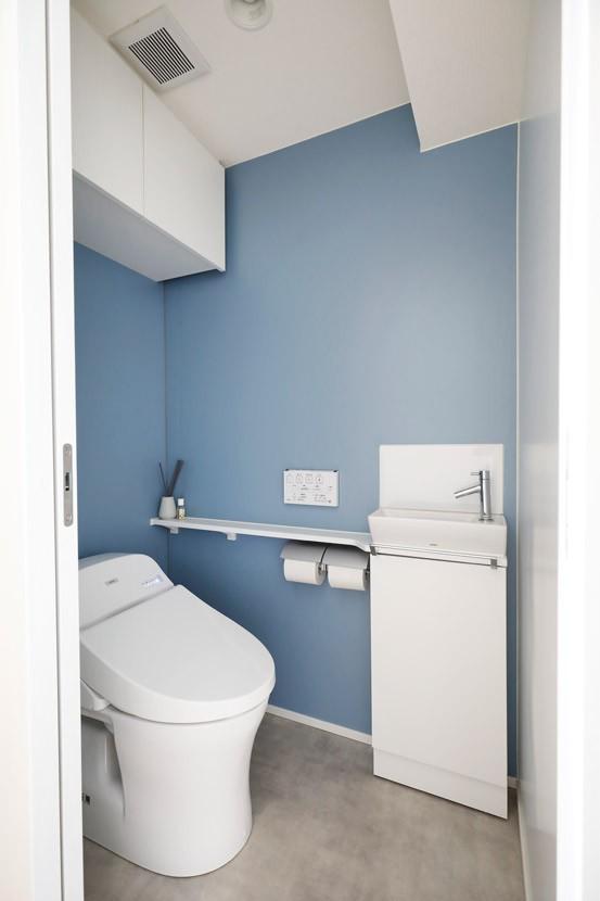 バス/トイレ事例:清潔感のあるさわやかな色使い(大勢の友人をもてなす家だから、玄関とリビングダイニングを広く明るく快適に。)