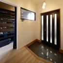 子どもの成長とともに変化できる家の写真 光を取り込む明るい玄関