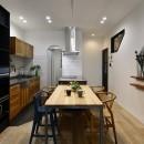 子どもの成長とともに変化できる家の写真 木目がやさしいキッチンスペース