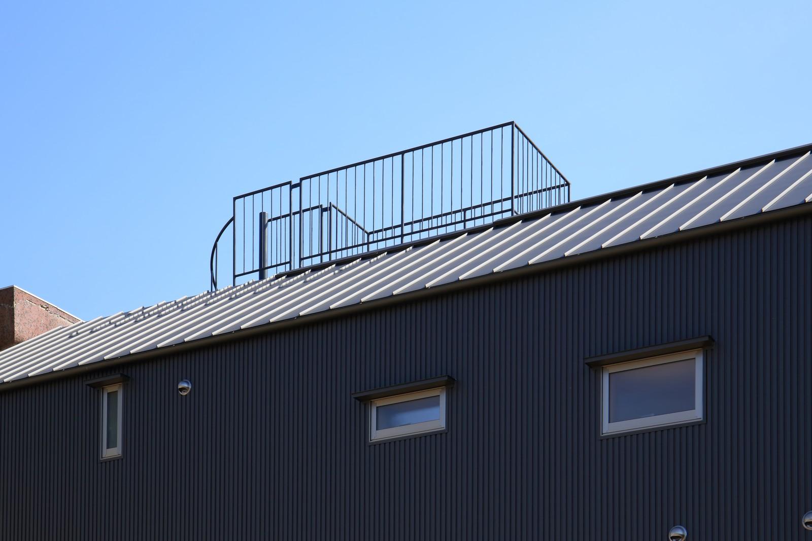 アウトドア事例:見晴らし台(囲まれていてものびのび暮らせる家~日当りの悪さを克服!光が降り注ぐ明るい家~)