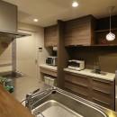 素材・質感 細部までこだわった理想の住まいの写真 重厚感のある大人のキッチン