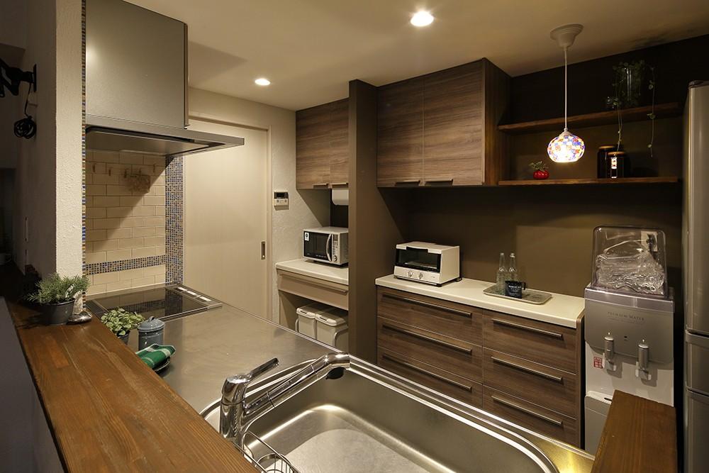 キッチン事例:重厚感のある大人のキッチン(素材・質感 細部までこだわった理想の住まい)
